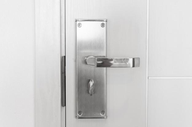 Protivlomna vrata za stanovanje v beli barvi